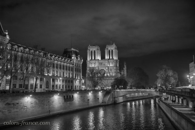 Nikon AF-S FX NIKKOR 24-70mm f/2.8G ED colors-france.com nikonD800 ノートルダム寺院 Notre-dame 夜景
